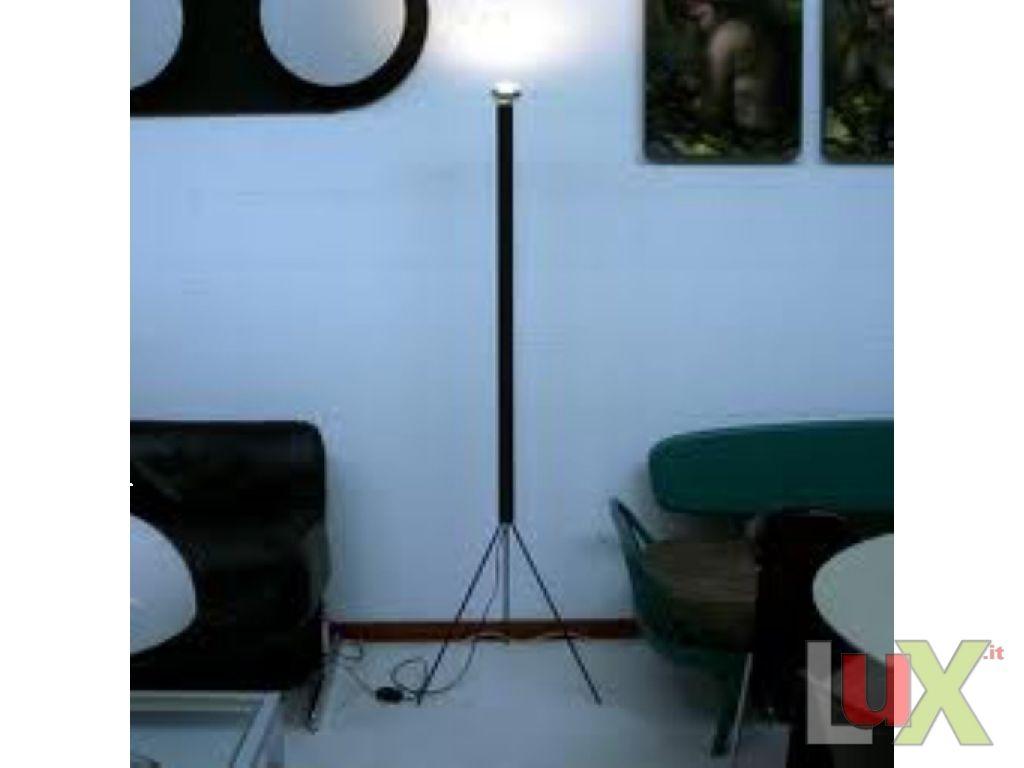 Lampada appoggio modello luminator for Lampada luminator